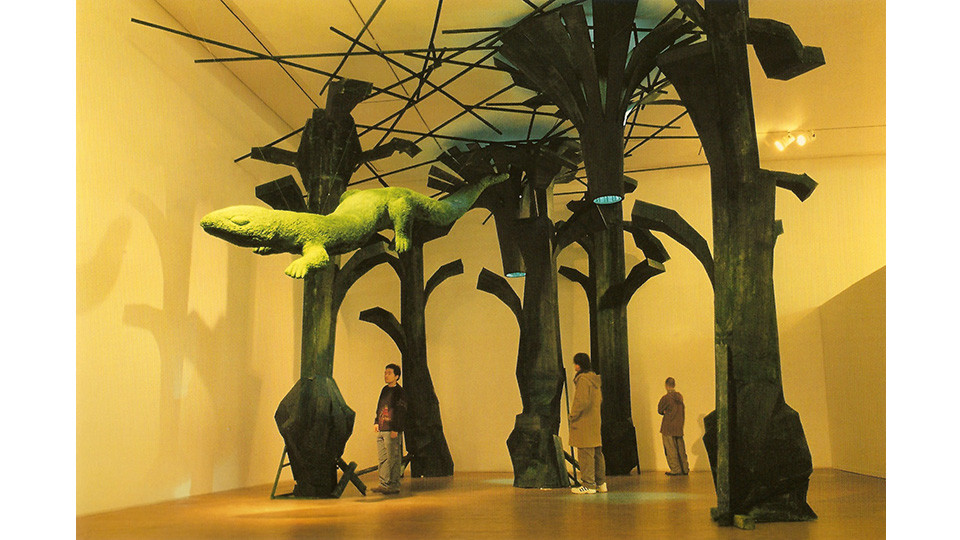 Shin, Hyun-Jung, Green Lizard, 2004, bronze, 120 x 500 x 120 cm