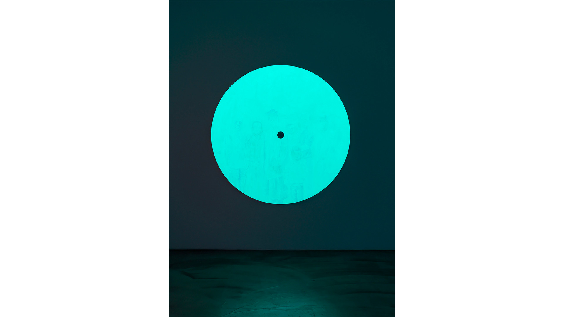 Group of I with A Particle, 2020, acrylic & phosphorescent pigment on aluminium plate, Ø220 cm