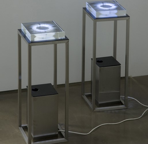 Bits in Circle, 2008, crystal, stainless steel, video projection, 96 x 35 x 35 cm