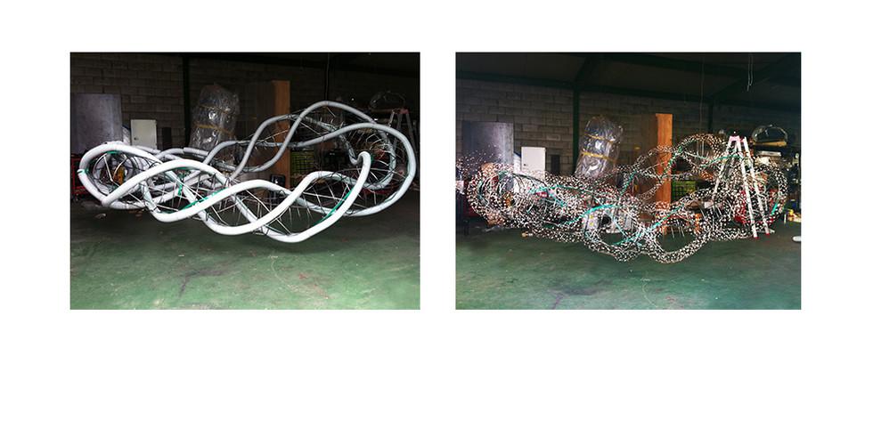 여분의 차원 작업중, 2015, copper wire+LED, 420 x 280 x 150 cm