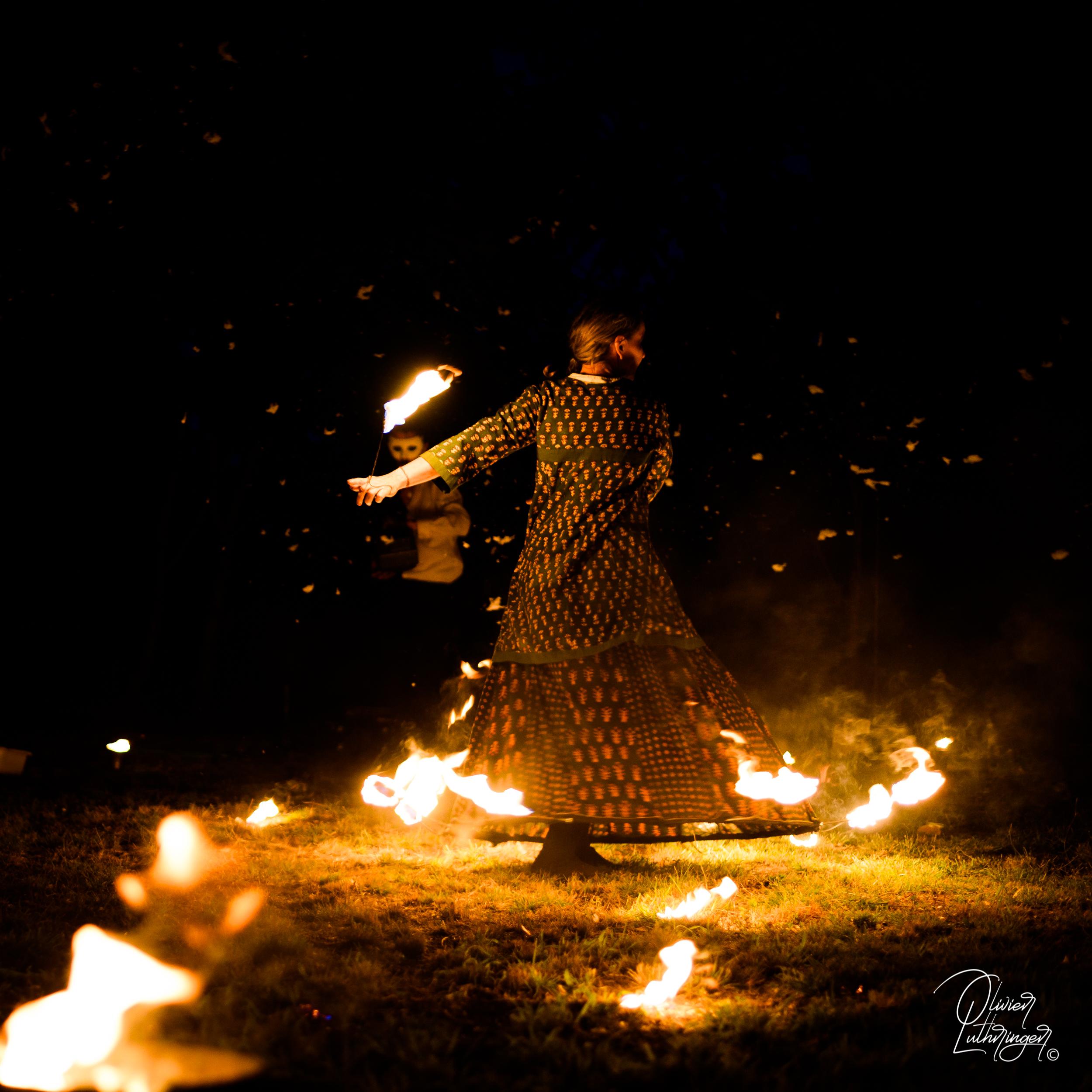 Les Echalas  Spectacles de rue, échassiers, spectacles de feu, déambulations