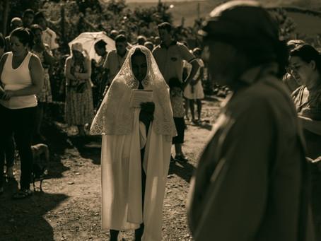 """Comunidade de Mercadinho (MG) encena a """"Paixão de Cristo"""" durante a Semana Santa"""