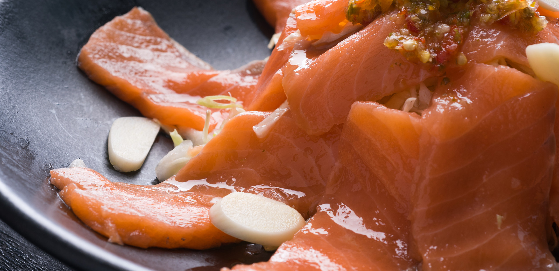 Salmon salad with spicy dressing