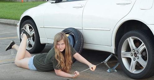 Заменить колесо на дороге
