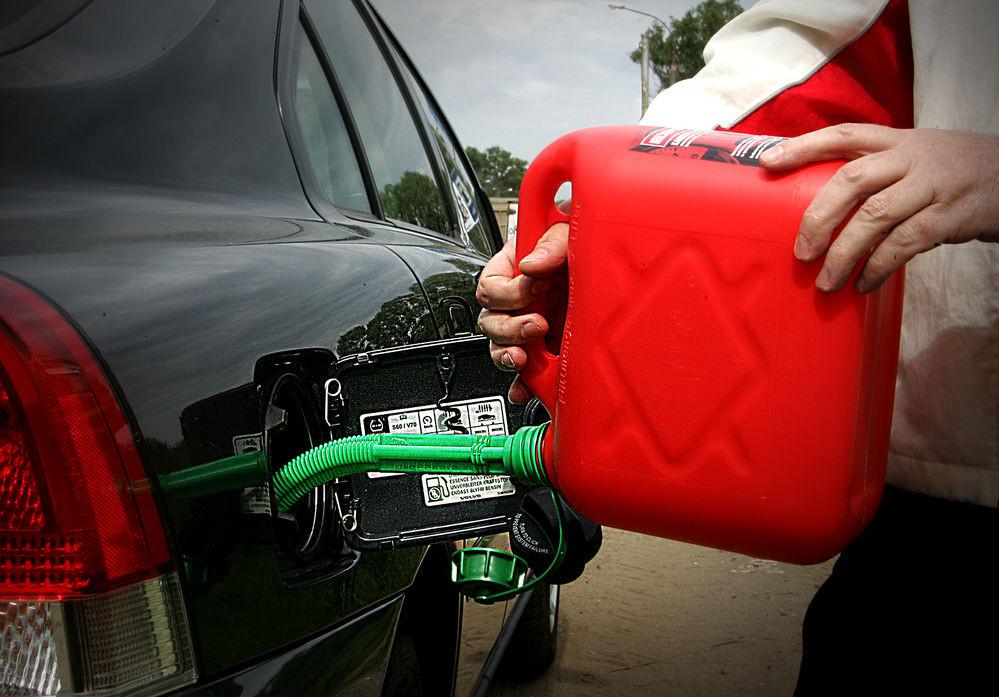 картинки бензин на дороге пятна