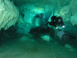 DPV Cave Diving