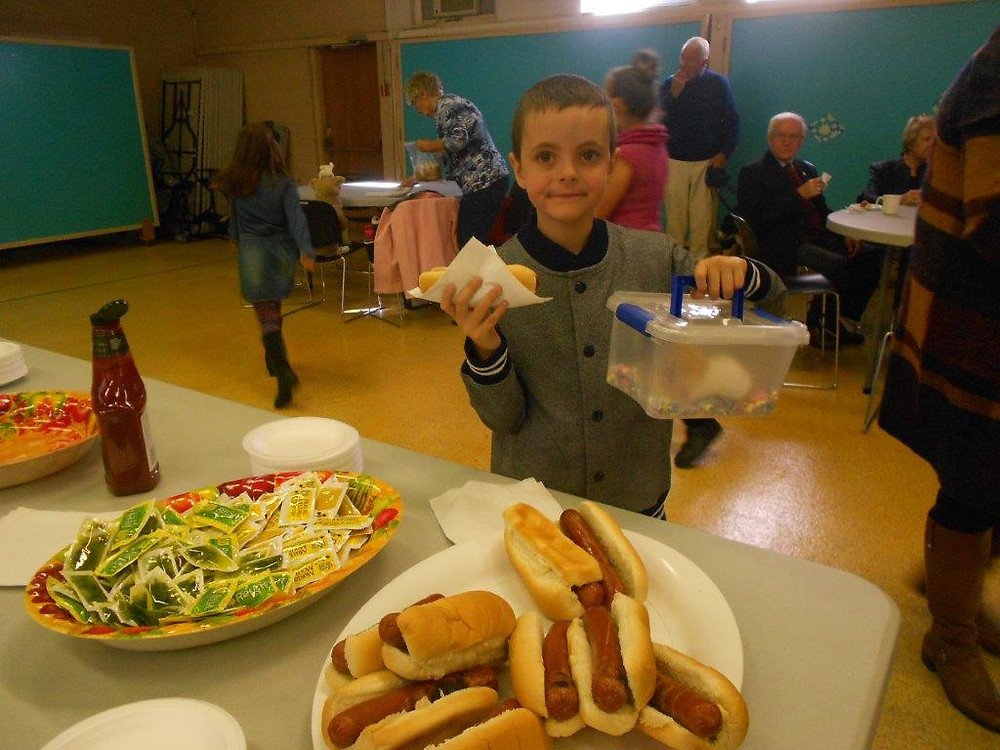 A hot dog lunch was enjoyed by all