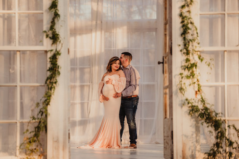 Maternity Couple's Pictures