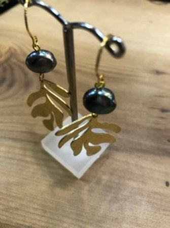 Adore design with Black pearl and Kelp