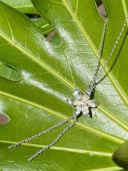 Liljehalsband I silver.