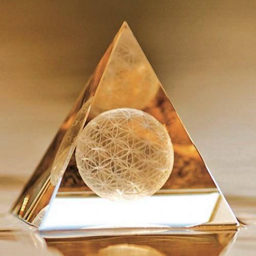 Leveilleurquantique Pyramide Cristal de