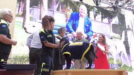 SERVIZIO CANI GUIDA DEI LIONS con il Presidente Giovanni Fossati premiato da Francesco Olivari,  Sindaco di Camogli