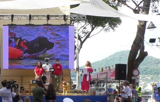 CALYPSO premiazione con Marcello Mastore, Comadante Capitaneria di Porto di Camogli