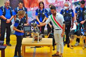 SEARCH AND RESCUE K9 – TANA JEANNETTE premiate da Andrea Trespidi, Presidente Consiglio Comune di Castel san Giovanni