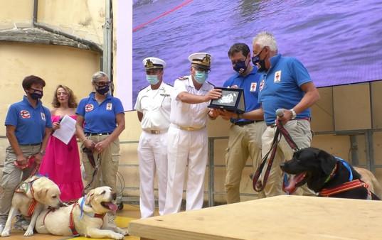 SKY premiazione con Marcello Mastore, Comandante Capitaneria di Porto di Camogli e Alessandro Sanna, Luogotenente Guardia Costiera di Genova