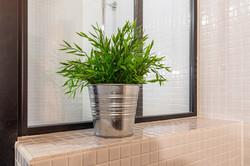 Kylpyhuoneen laatoitusta