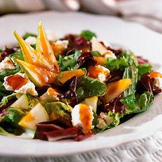 Fot de um prato de salada bem colorido