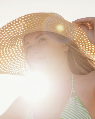 Young-woman-in-sun-hat-on-strand, -Jupit