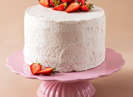 Wegański tort truskawkowy z kremem na Osełce roślinnej