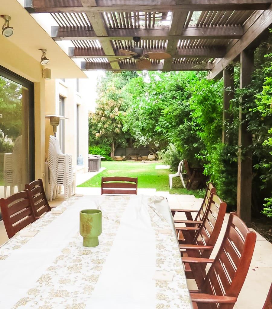 פינת ישיבה בחצר