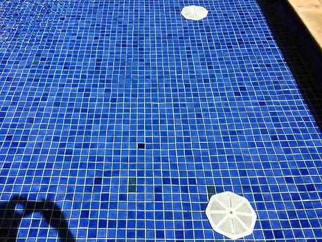 ralos-de-fundo-da-piscina.jpg