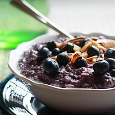 Oatmeal w/Berry Compote & Honey