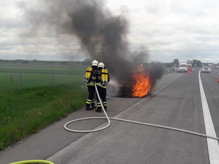 Brennender PKW auf der A2