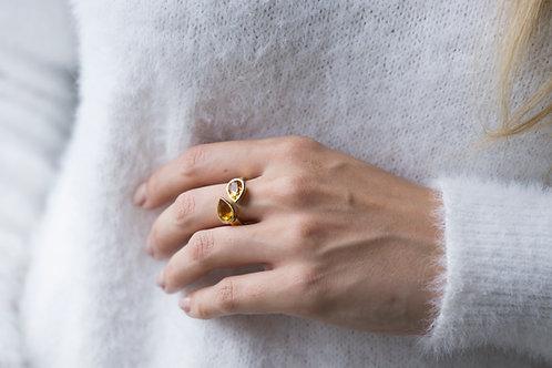 18kt gouden ring met pear cut citrines