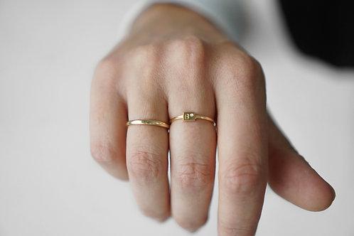 Initiaal ring met briljant