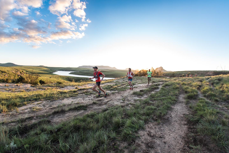 Johardt running hard ahead of Kane Reilly. ©TerenceVrugtman
