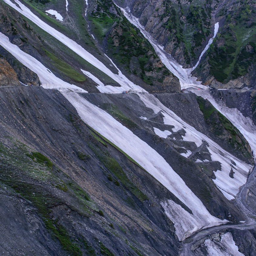 We drove through this Glacier as it was specially cut. @TVrugtman