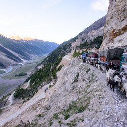 Traffic on Zojila Pass