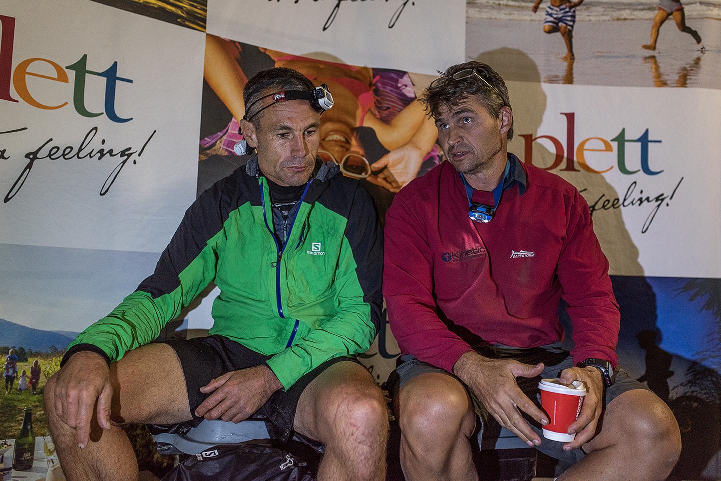 Race Director shares tough news with the team.  ©TerenceVrugtman