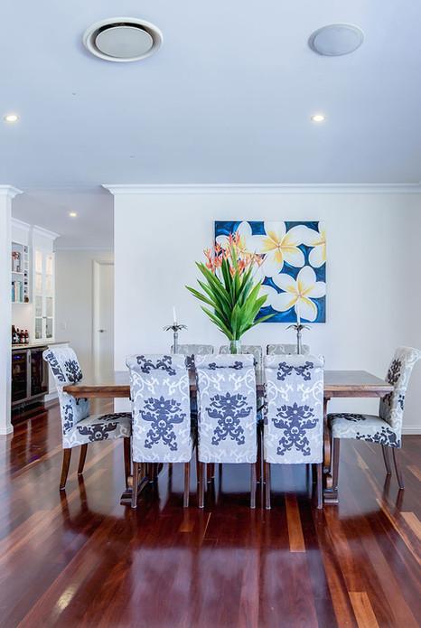 Elegant-dining-table.jpg