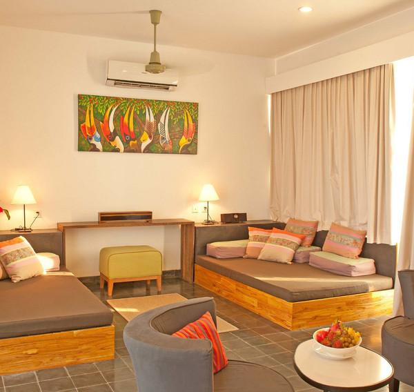 penthouse-suite-livingjpeg