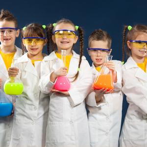 crianças cientistas montessori