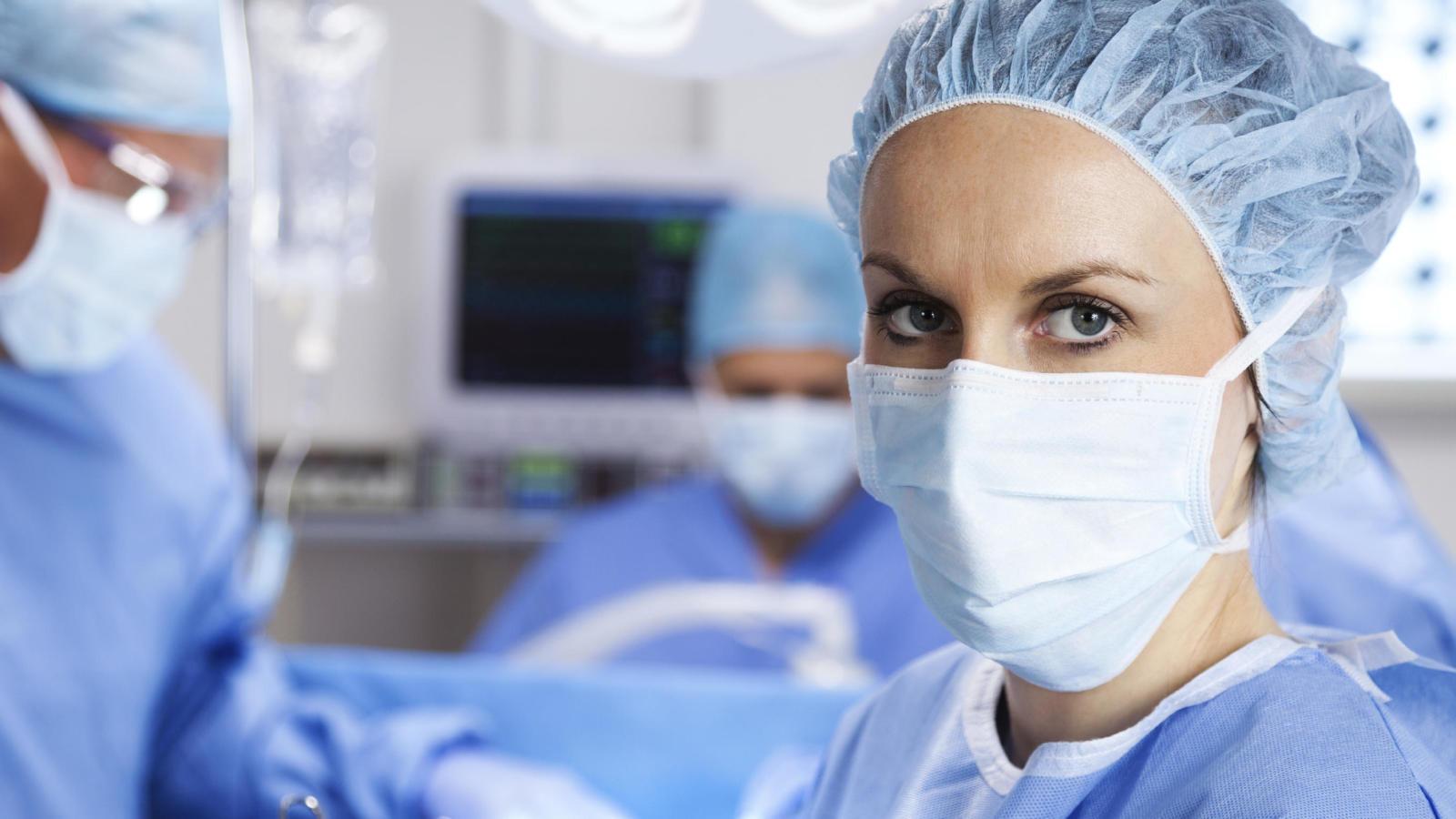 medicos trabajando