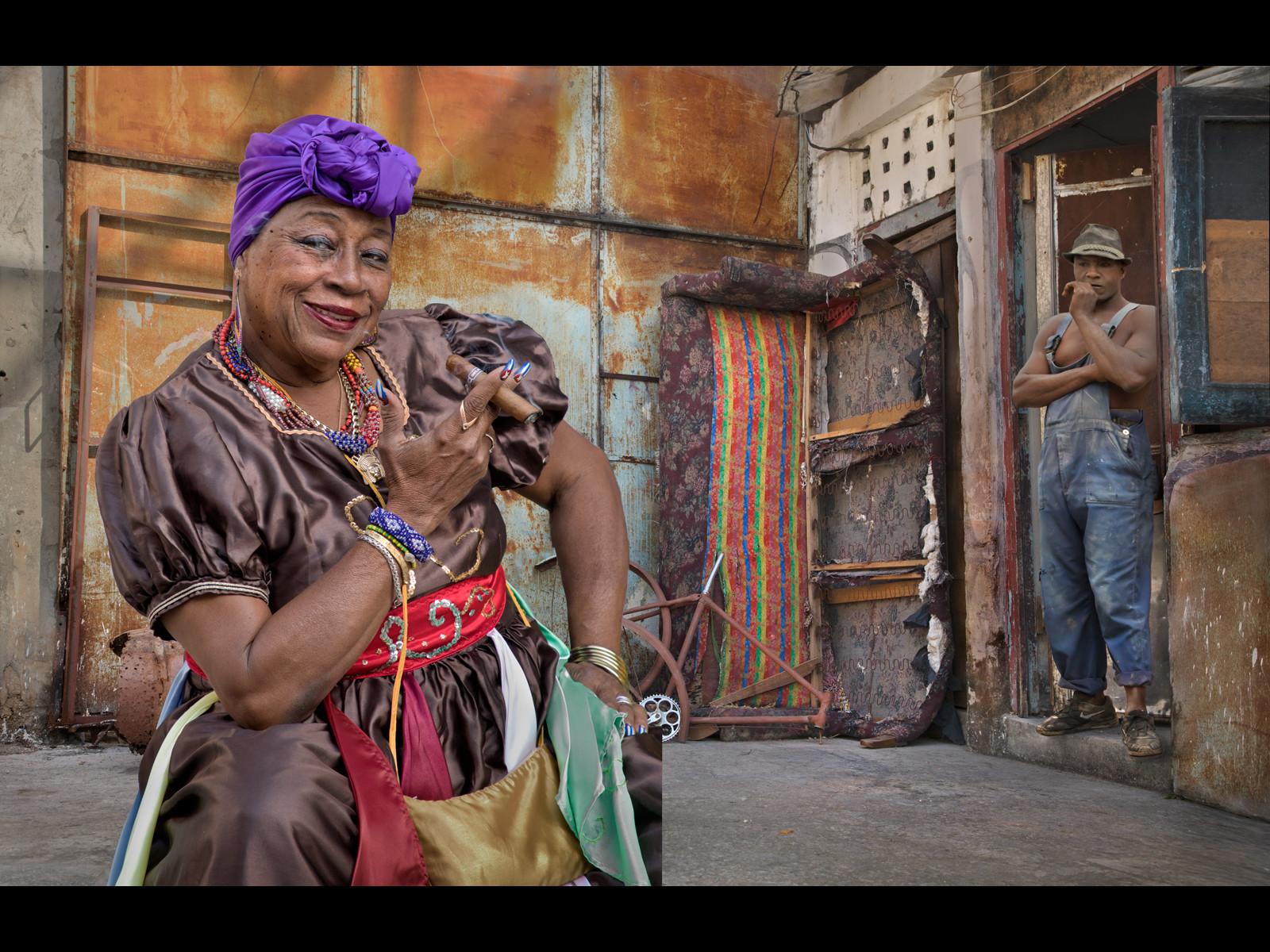 COLOUR - Cuban Living by Dorothy Flint (20 marks)