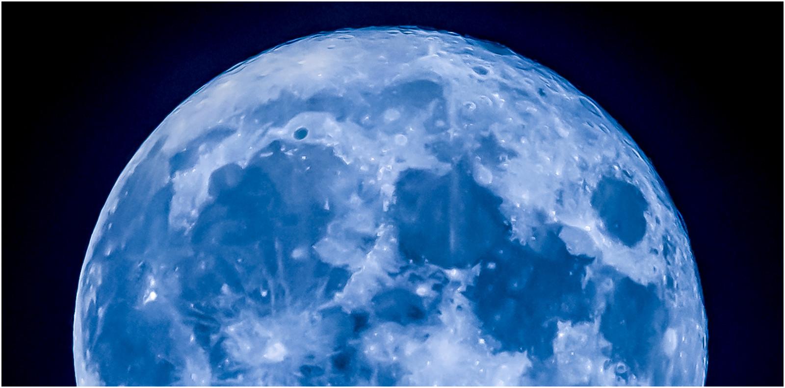 PDI - Blue Moon - Dean Martin by Brendan Hinds (6 marks)