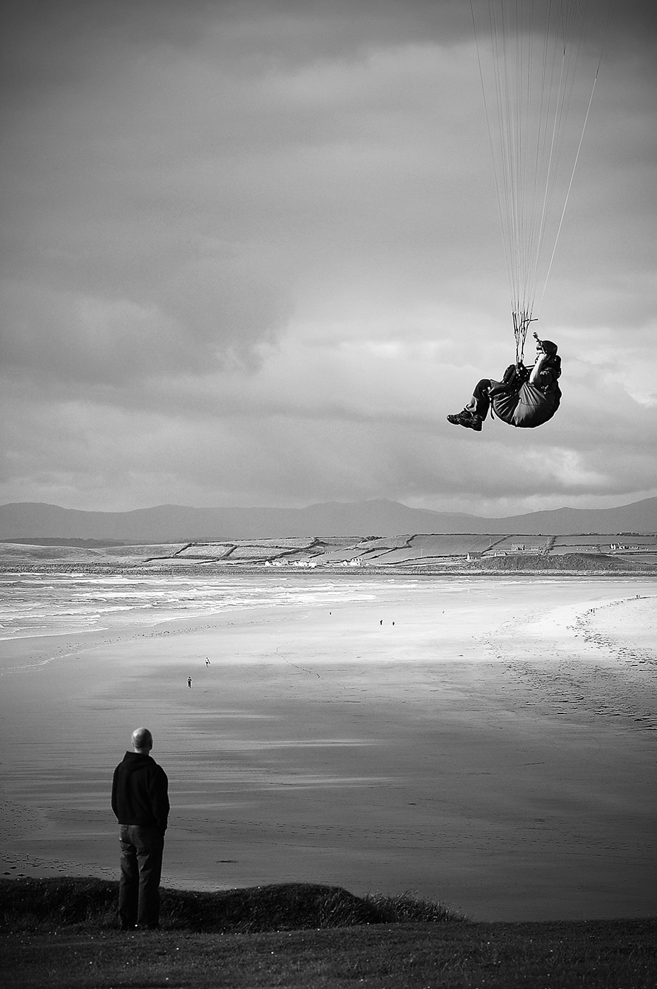 MONO - Give us a lift by G Cassidy (8 marks)