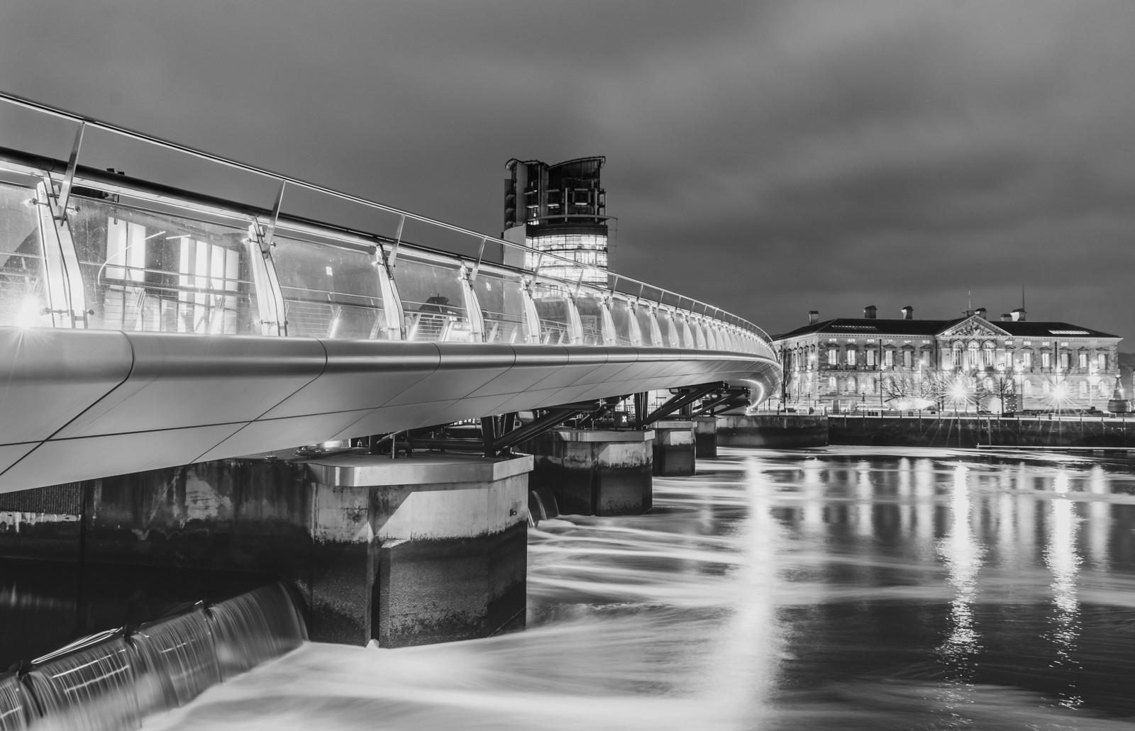 MONO - Lagan Weir Bridge by Martin McKee (10 marks)