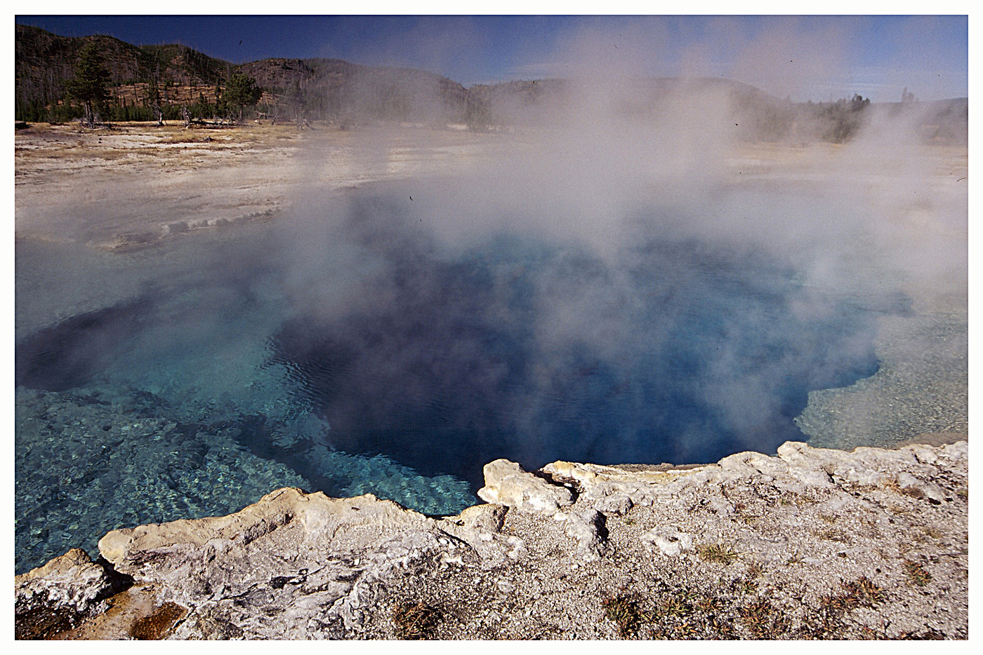 064 Yellowstone_pool_.jpg