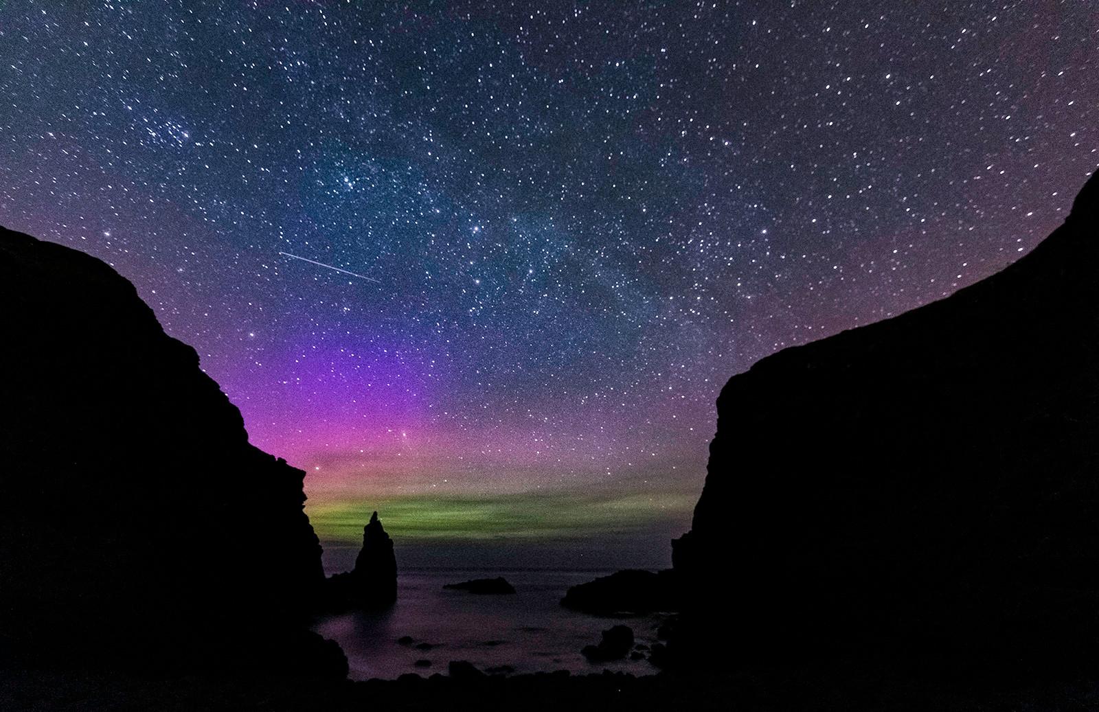COLOUR - Northern Lights - Philip Pullman by Jennifer James (10.5 marks)