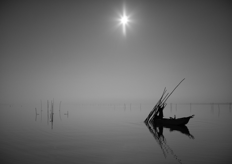 MONO - Lake Trasimeno by Roger Telford (12 marks)