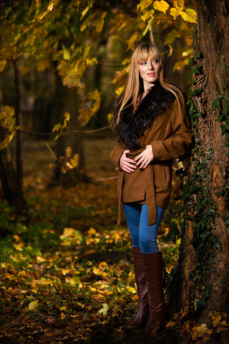 COLOUR - Autumn Encounter by Lee Galashan (9 marks)
