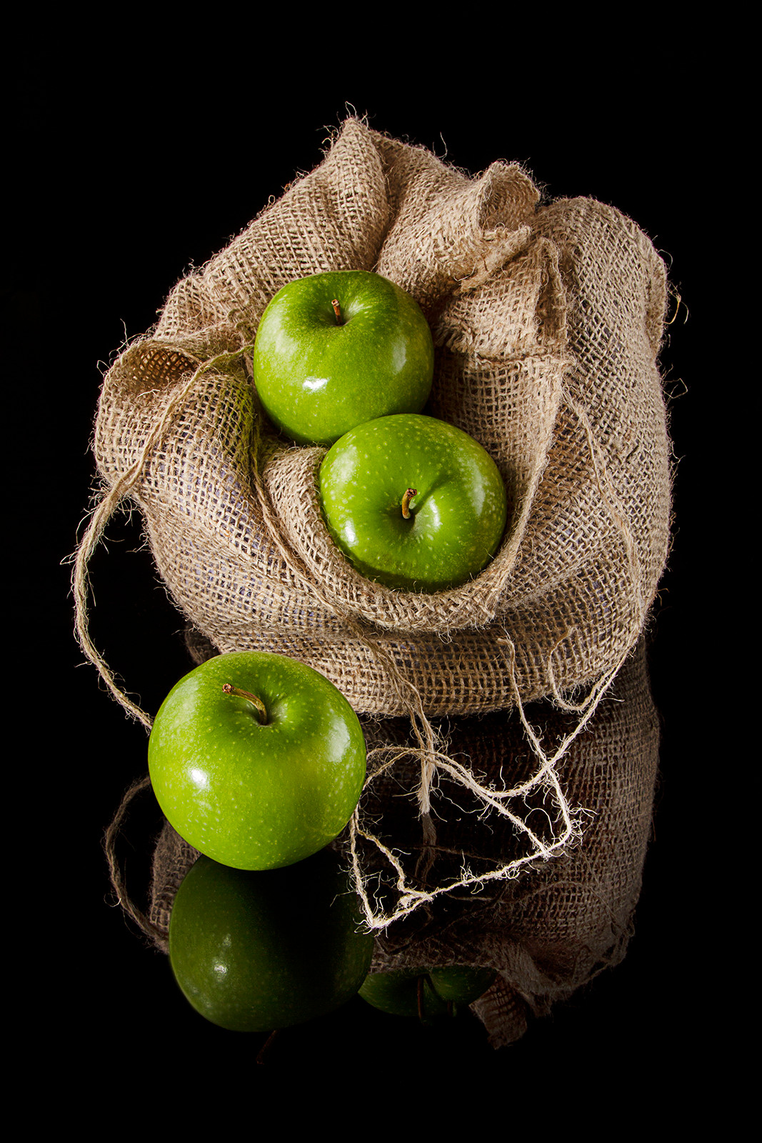 COLOUR - Granny Smiths Bag by T Kelly (11 marks)