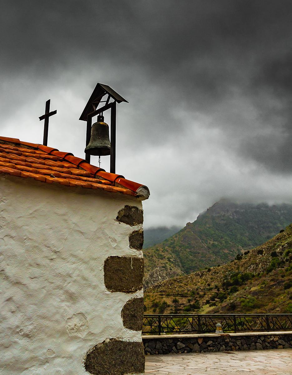PDI - The Chapel on the Hill - Eddy Arnold by Liz Tullett (10 marks)