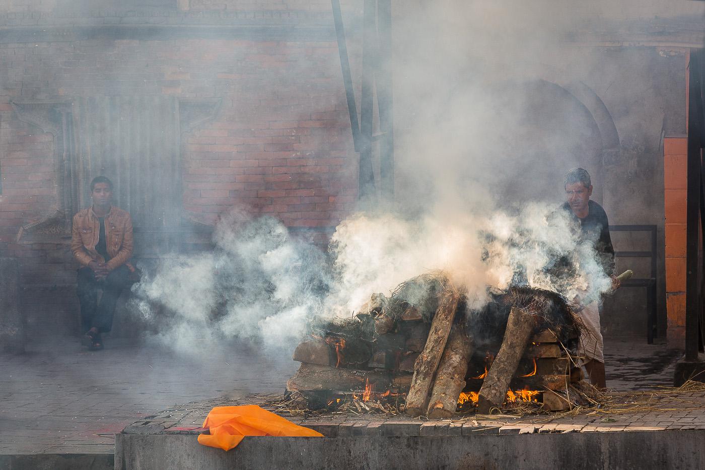 P38_109_020 A_MNPC_5_Funeral Pyre, Kathmandu_Ian Lyons.JPG