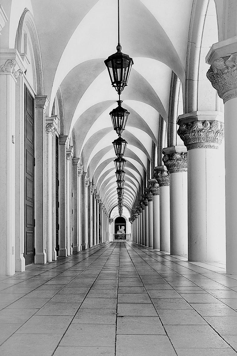 MONO - Venetian Arches by Sharon Gilroy (12 marks)