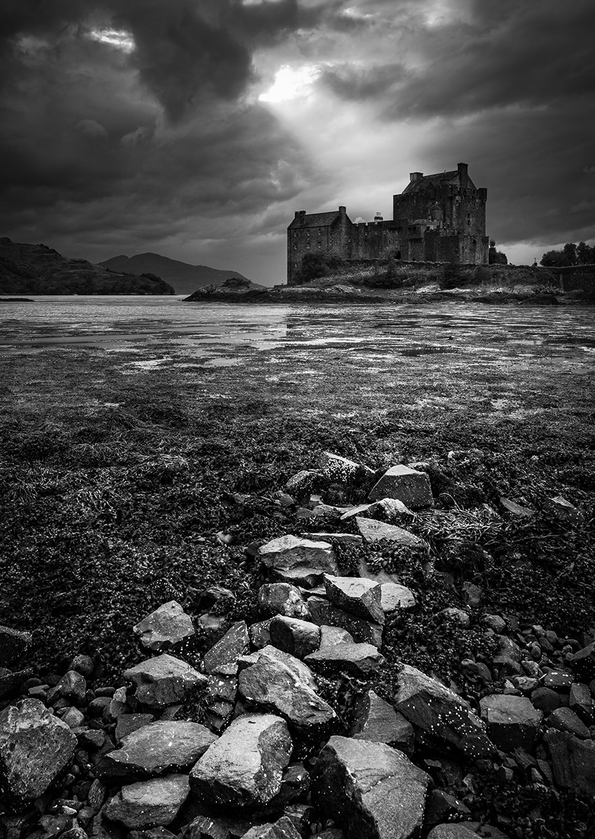 MONO - The Haunted Castle  by Stephen McAllen (9 marks)